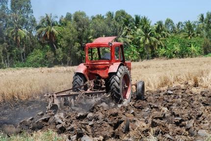 Cày ải đất - lợi ích lớn trong sản xuất lúa