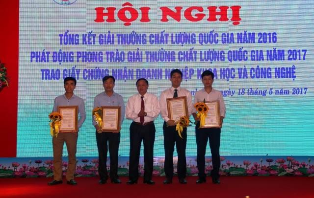 Hội nghị Tổng kết Giải thưởng Chất lượng Quốc gia năm 2016, phát động phong trào năm 2017 và trao Giấy chứng nhận doanh nghiệp KHCN