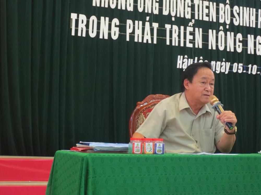 Giáo sư Nguyễn Lân Hùng chia sẻ thông tin nông nghiệp tại huyện Hậu Lộc, tỉnh Thanh Hóa